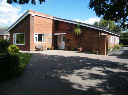 4 Bedrooms Bungalow for sale in Pheasant Way, Winsford, Cheshire, CW7
