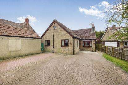 5 Bedrooms Bungalow for sale in Lodge Road, Yate, Bristol, Gloucestershire