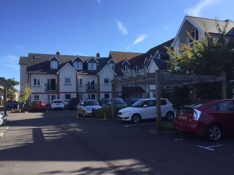 2 Bedrooms Flat for sale in Farringford Court, Avenue Road, Lymington: NO CHAIN two bed ground floor Assisted Living retirement apartment