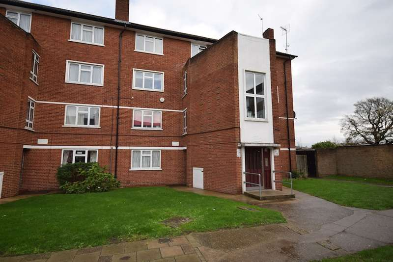 4 Bedrooms Flat for sale in Cobham Close, Bromley, Kent, BR2