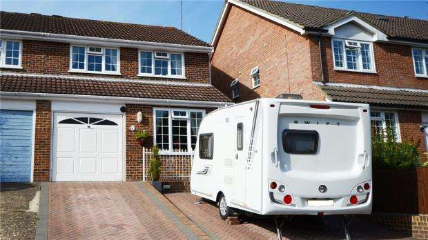 4 Bedrooms Semi Detached House for sale in Paul Close, Aldershot, Hampshire