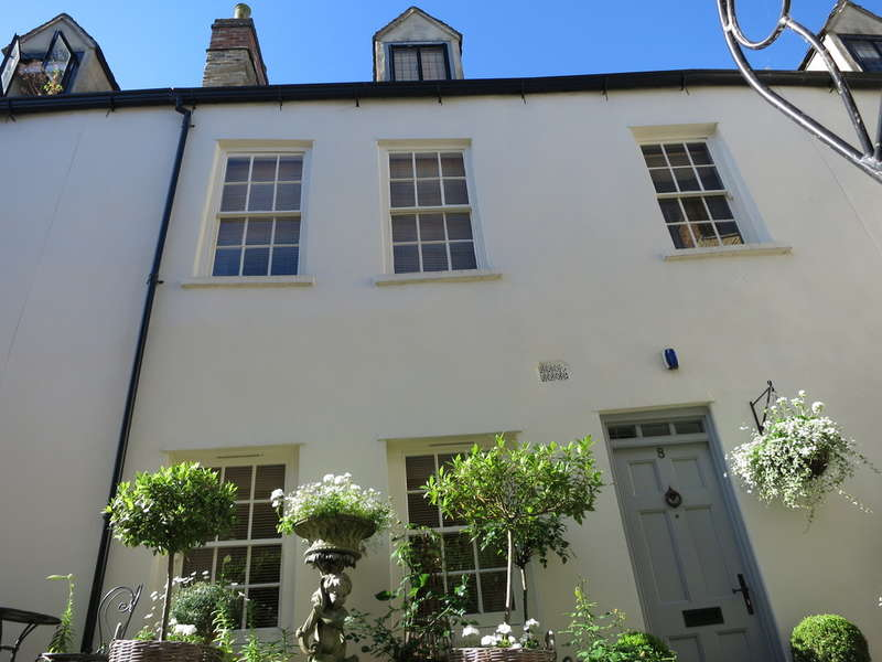 2 Bedrooms Town House for sale in Chipping Norton