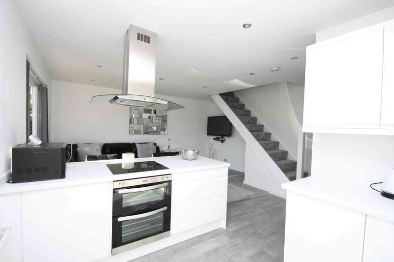 3 Bedrooms Semi Detached House for sale in The Redinge, Billericay