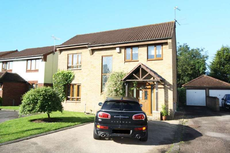 4 Bedrooms Detached House for sale in Winchester Gardens, Steeple View