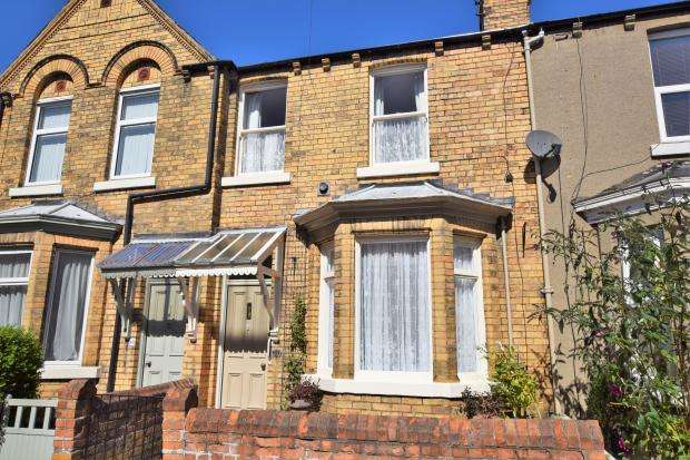 3 Bedrooms Terraced House for sale in Gordon Street, Scarborough, North Yorkshire YO12 7RU