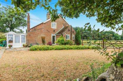 2 Bedrooms Semi Detached House for sale in Swaffham
