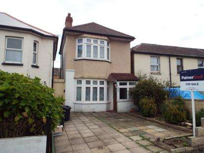3 Bedrooms Detached House for sale in Springbourne, Bournemouth, Dorset