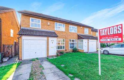 3 Bedrooms Semi Detached House for sale in Hamble Road, Bedford, Bedfordshire