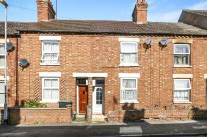 2 Bedrooms Terraced House for sale in Crabb Street, Rushden, Northants, England