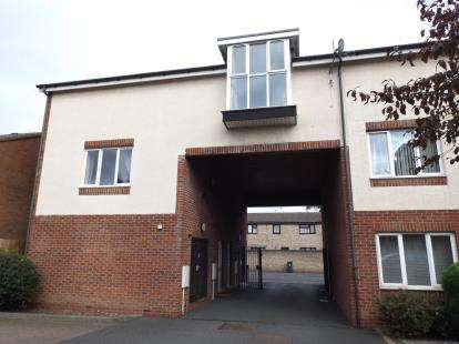 2 Bedrooms Flat for sale in Monarch Court, Cook Street, Wednesbury, West Midlands