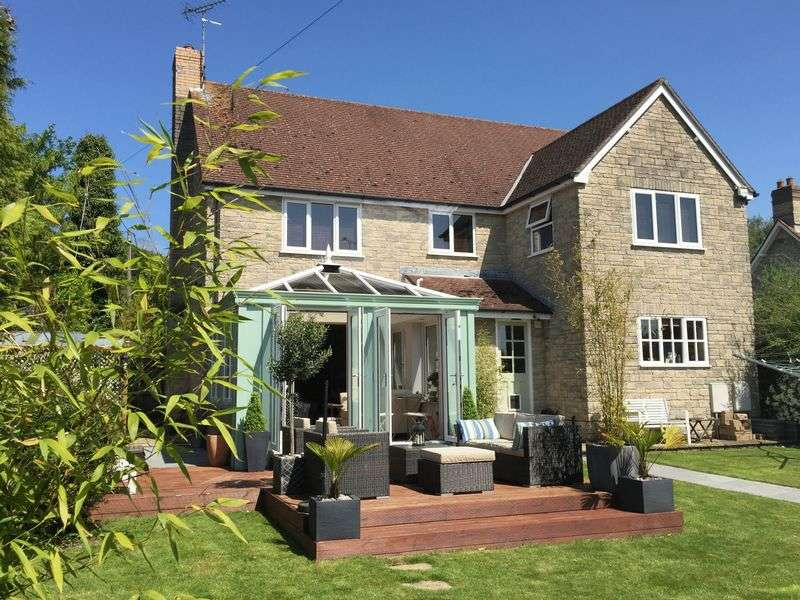 4 Bedrooms Detached House for sale in Townsend Close, Mere