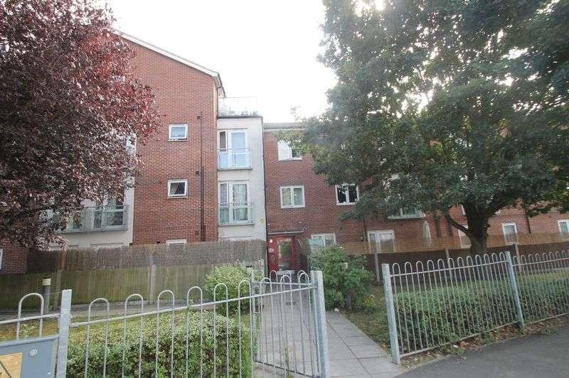 1 Bedroom Flat for sale in Haydock Avenue, Northolt