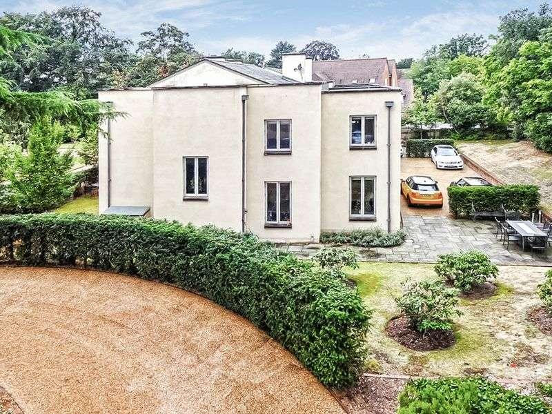 4 Bedrooms Detached House for sale in Wallfield Park, Reigate. RH2 9AJ