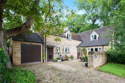 4 Bedrooms Barn Conversion Character Property for sale in South Hill Farm, Station Road, Cheltenham, Station Road