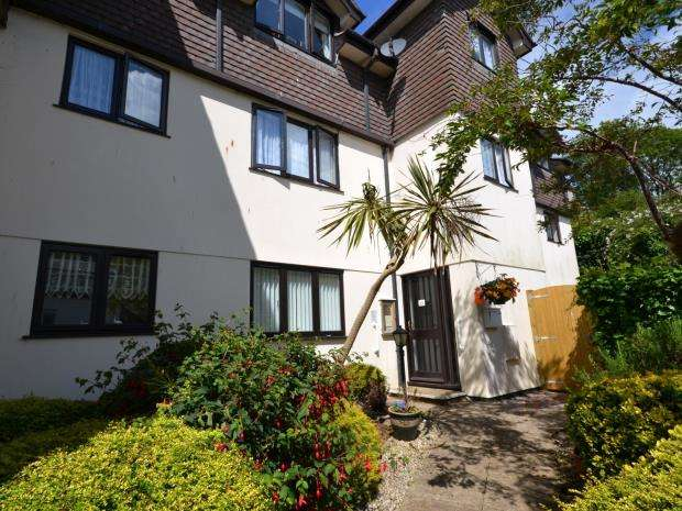 2 Bedrooms Flat for sale in Wren Court, Bolton Street, Brixham, Devon