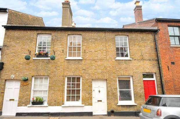 2 Bedrooms Terraced House for sale in Crown Street, Harrow on the Hill, HA2