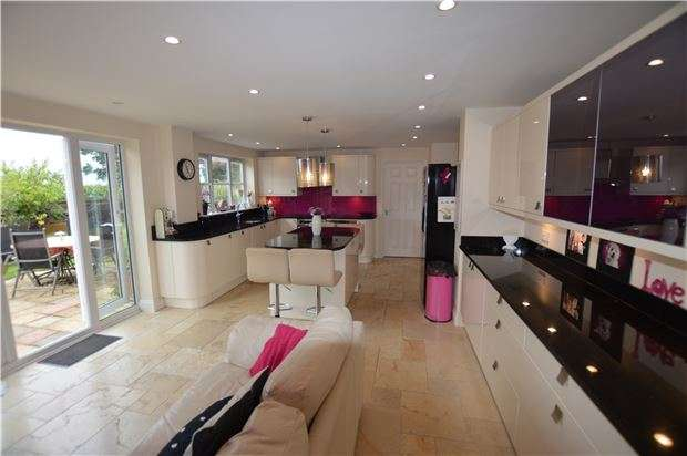 6 Bedrooms Detached House for sale in Little Holbury, Whitminster, Gloucester, GL2 7NW
