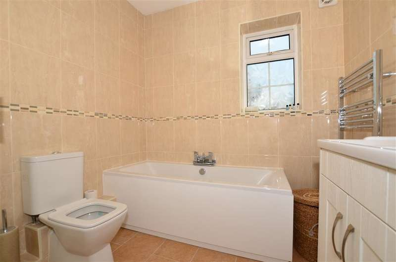3 Bedrooms Detached Bungalow for sale in Gordon Road, Westwood, Margate, Kent