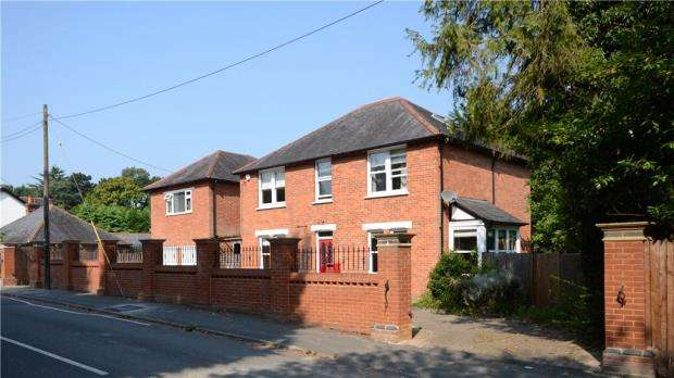 6 Bedrooms Detached House for sale in Longdown Road, Little Sandhurst, Berkshire