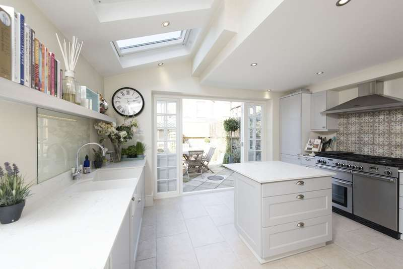 3 Bedrooms Terraced House for sale in Ashbury Road, Battersea, London