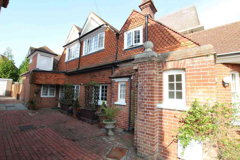 3 Bedrooms Detached House for sale in Chesterfield Road, Eastbourne