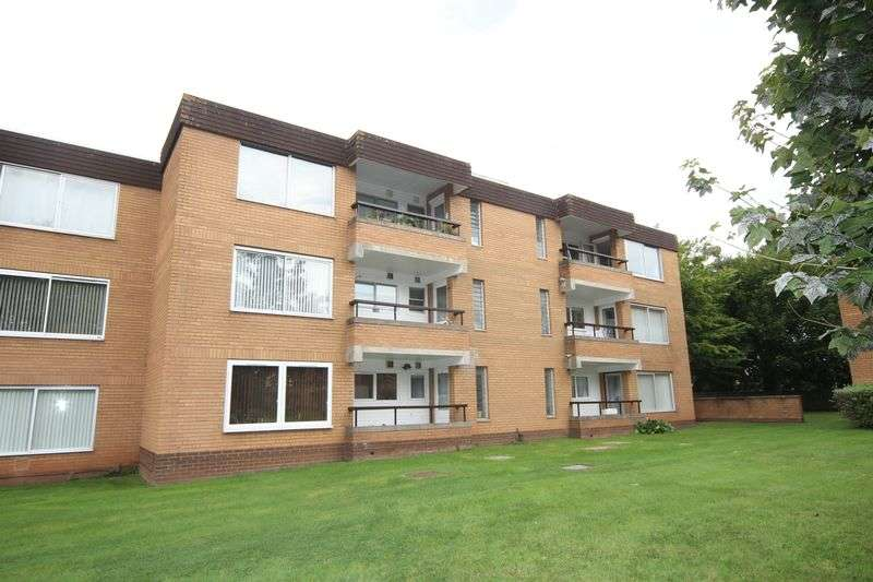 3 Bedrooms Flat for sale in Harford Drive, Bristol