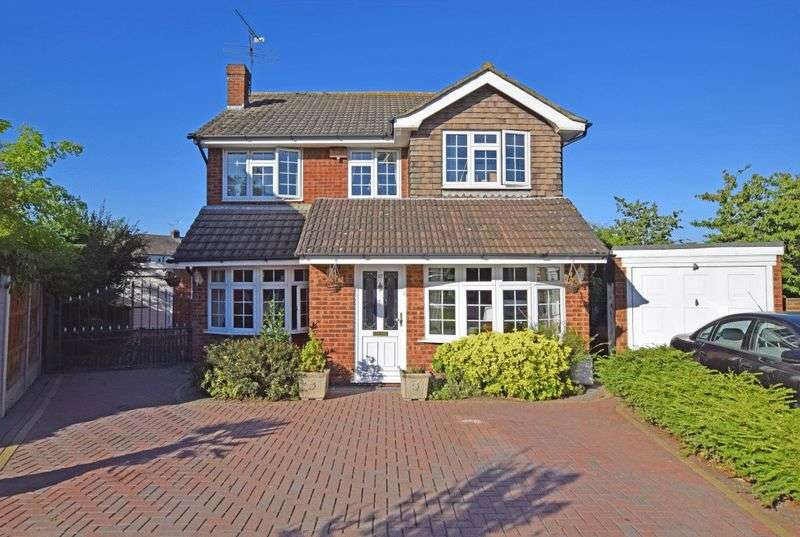 4 Bedrooms Detached House for sale in The Elkins, Romford