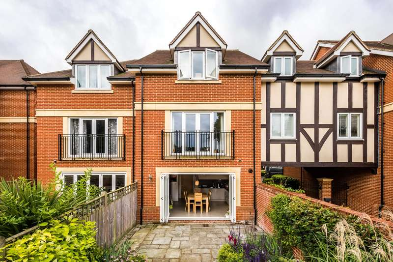 5 Bedrooms Town House for sale in Baily Gardens, Wray Common Road, RH2