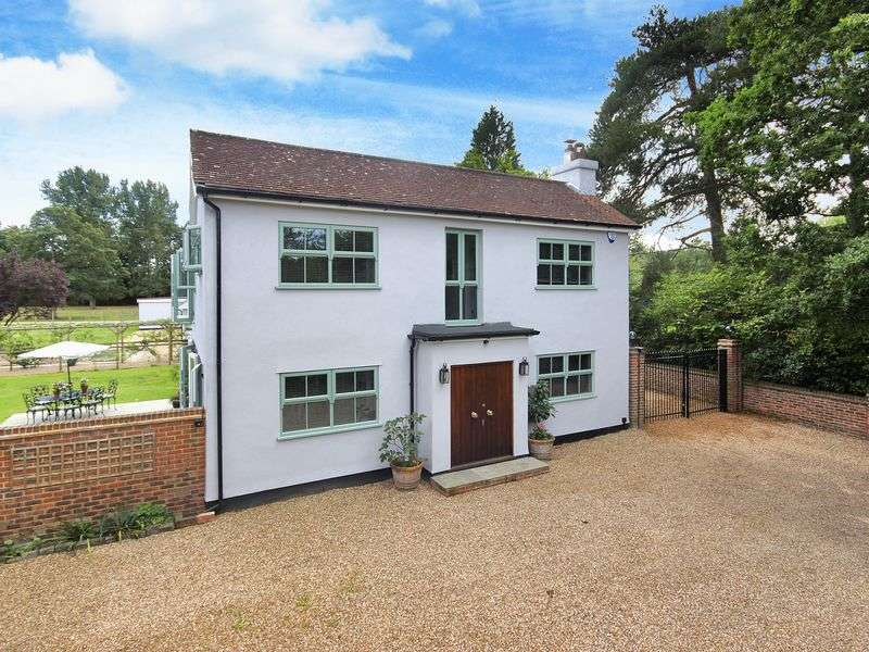 4 Bedrooms Detached House for sale in Hare Lane, Blindley Heath, Lingfield