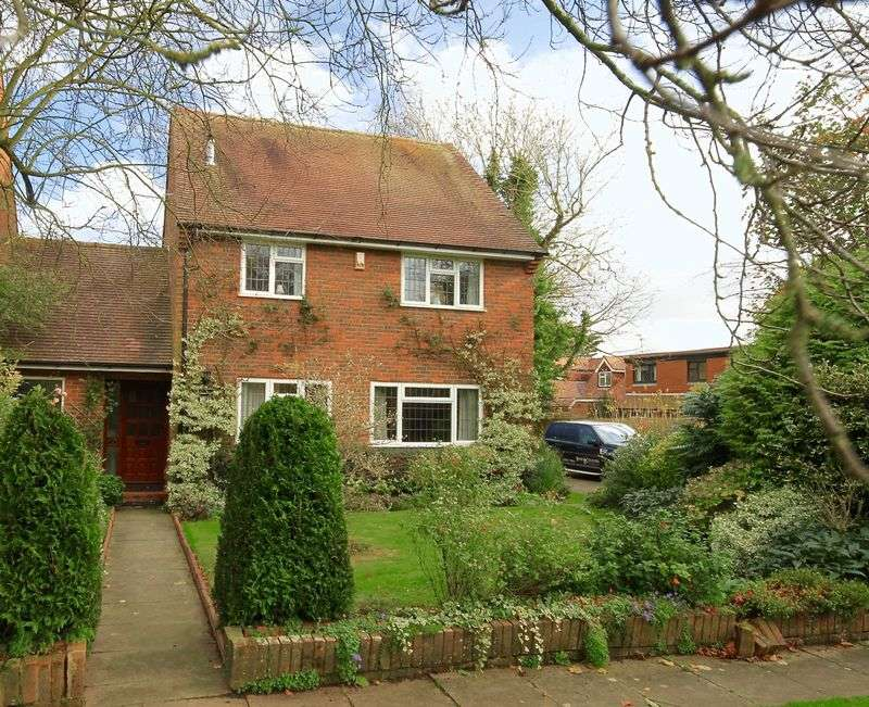 4 Bedrooms Detached House for sale in Church Road, Flamstead
