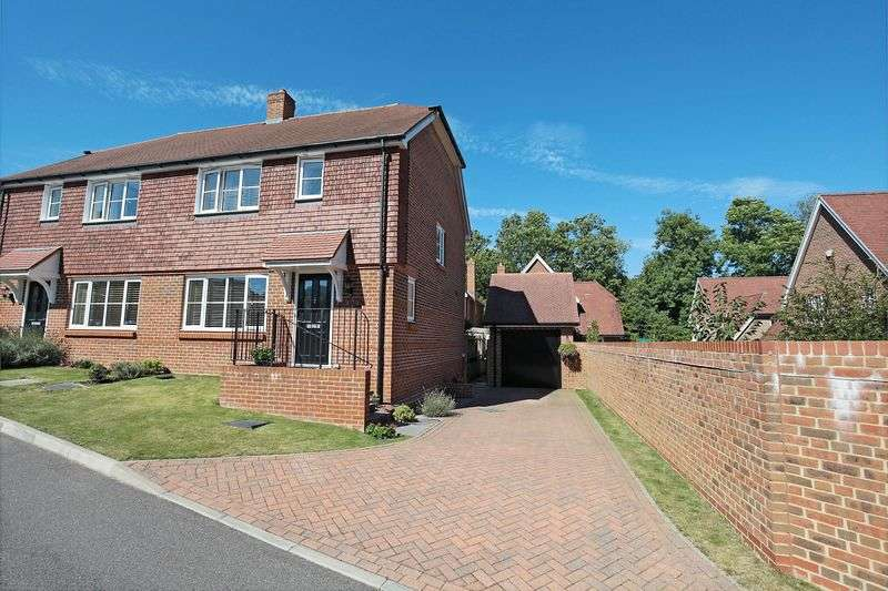 3 Bedrooms Semi Detached House for sale in Ponds View, Uckfield, East Sussex