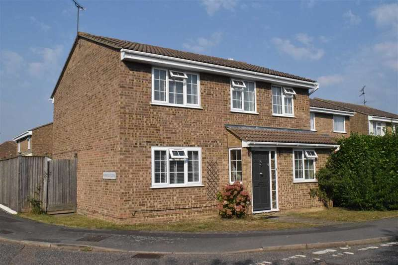 4 Bedrooms Detached House for sale in Petunia Crescent, Chelmsford