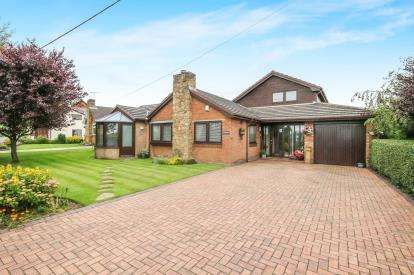 4 Bedrooms Detached House for sale in School Lane, Y Waen, Flint, Flintshire, CH6