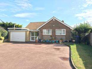 3 Bedrooms Bungalow for sale in Beachside Close, Goring-By-Sea, Worthing, West Sussex