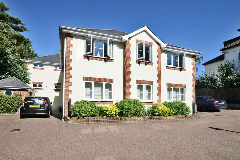 2 Bedrooms Flat for sale in Deepcut Bridge Road, Deepcut