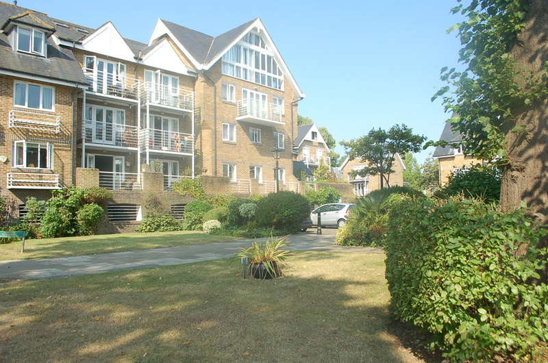 2 Bedrooms Apartment Flat for sale in Hampton``