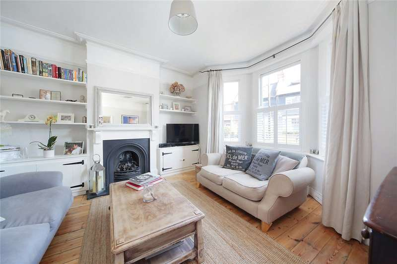 2 Bedrooms Flat for sale in Radbourne Road, Hyde Farm, London, SW12