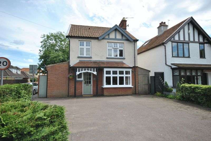 3 Bedrooms Detached House for sale in Wroxham Road, Sprowston, Norwich