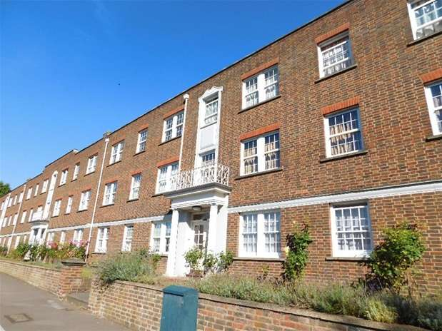 2 Bedrooms Flat for sale in Home Park Walk, Kingston Upon Thames