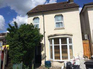 Semi Detached House for sale in Heathfield Road, Croydon