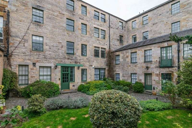 2 Bedrooms Flat for sale in 95/4 Constitution Street, The Shore, Edinburgh, EH6 7AE