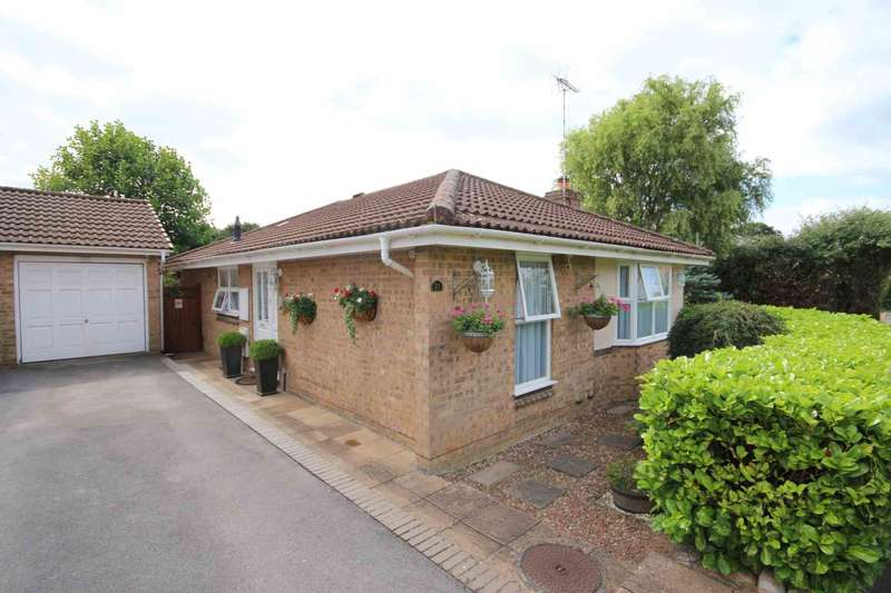 3 Bedrooms Detached Bungalow for sale in Beedon Drive, Bracknell