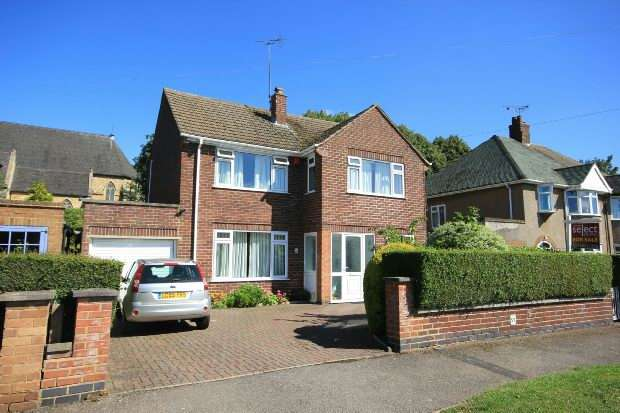 4 Bedrooms Detached House for sale in Churchill Road, Rugby