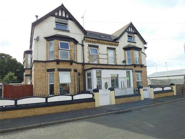 7 Bedrooms Semi Detached House for sale in Queensway, Pensarn, Abergele, Conwy