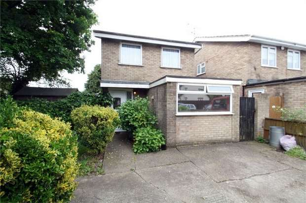3 Bedrooms Detached House for sale in Harrow Crescent, Romford, Essex