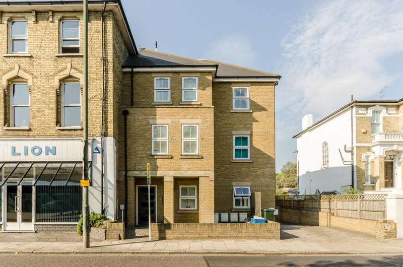 1 Bedroom Flat for sale in Uxbridge Road, Hampton, TW12
