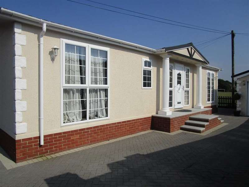3 Bedrooms Property for sale in Fairfields Park, Mortimer, Reading