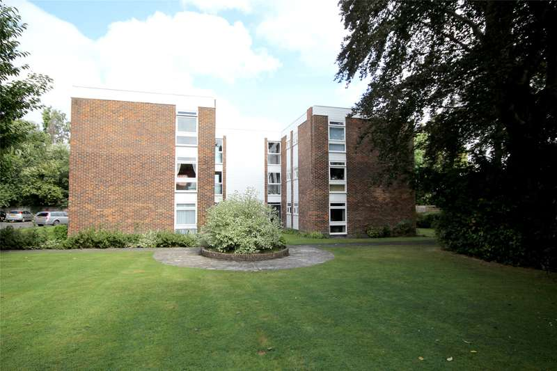 2 Bedrooms Apartment Flat for sale in Moat Court, Shaw Close, Ottershaw, Chertsey, KT16