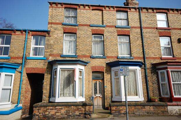 4 Bedrooms Terraced House for sale in Commercial Street, Scarborough, North Yorkshire, YO12 5ER