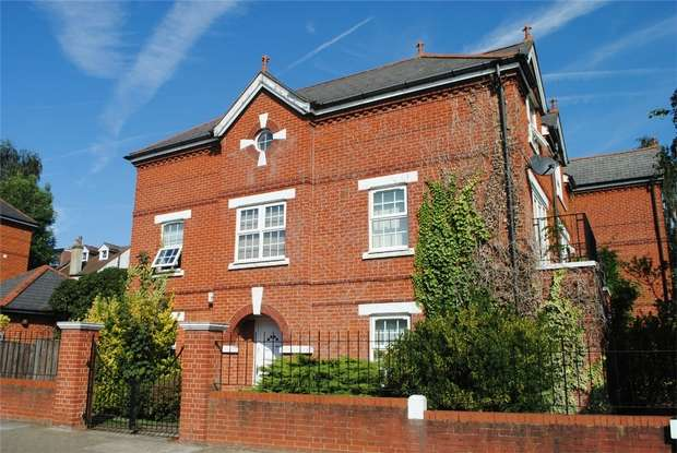 4 Bedrooms Semi Detached House for sale in Cross Deep, Twickenham